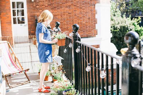 Học lỏm bí quyết trồng vườn ban công tốn ít tiền của cô luật sư trẻ