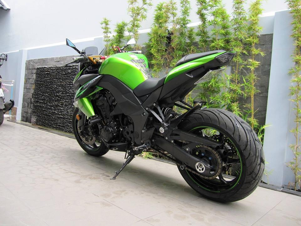 Kawasaki z1000 đời 2011 độ đầy phong cách của biker việt
