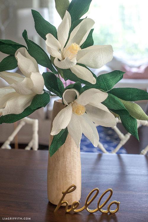 Nhà sang chảnh bày hoa mộc lan giấy
