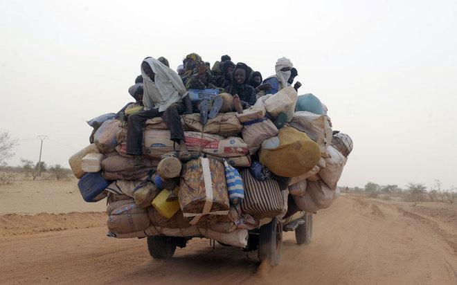 Cảnh tượng kinh hoàng với những chuyến xe quá tải trên khắp thế giới