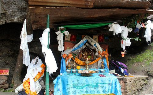 hang hổ nằm cheo leo trên vách núi ở bhutan