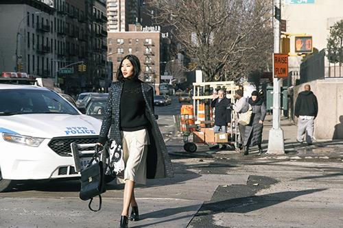 Hoàng thùy tiếp tục khoe ảnh trên đường phố new york