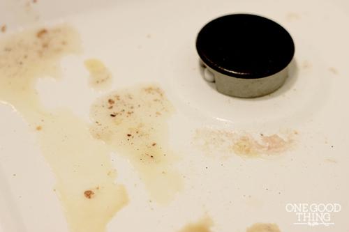 Nàng lau nhà bếp thơm ngát hương chanh