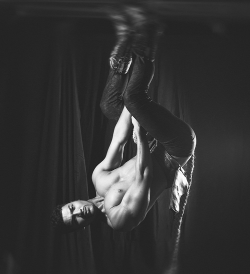Thân hình khiến mọi trai cong gái thẳng đều mê của vũ tuấn việt
