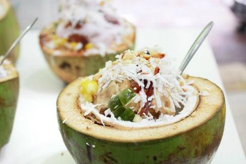 Thưởng thức kem tuyết sữa chua dừa lạ vị ở hà nội