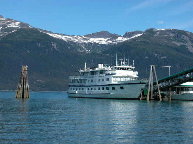Vịnh hạ long trở thành điểm du lịch lý tưởng bằng thuyền