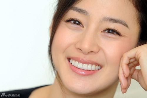 Kim tae hee trang điểm nhẹ để tôn vẻ đẹp tự nhiên