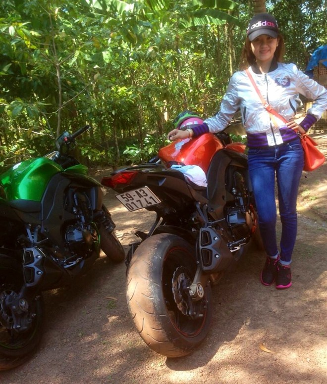 Nữ biker 9x đam mê lái kawasaki z1000