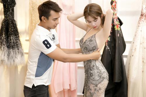 Đi thử váy thôi mà ngọc trinh cũng quyến rũ