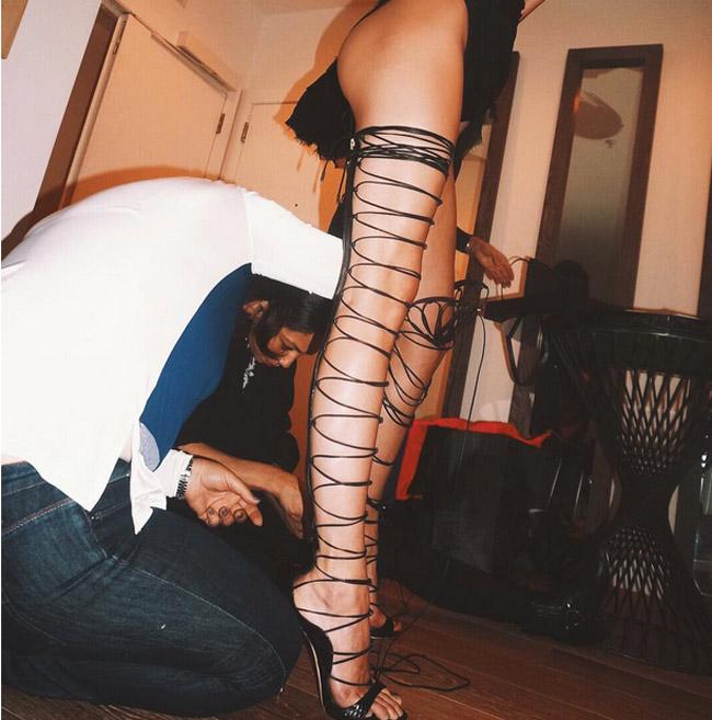 Đôi giày mỗi lần đi là phát khổ phát sở nhưng rihanna vẫn chịu đựng