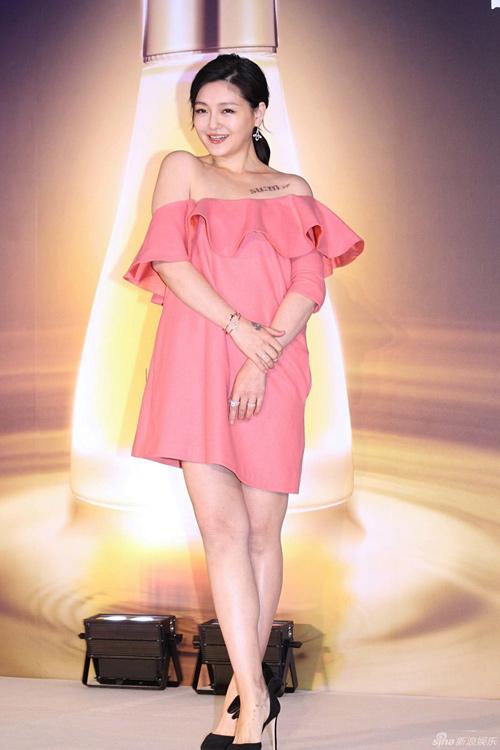Mặc váy lùm xùm từ hy viên liên tục bị nghi mang bầu