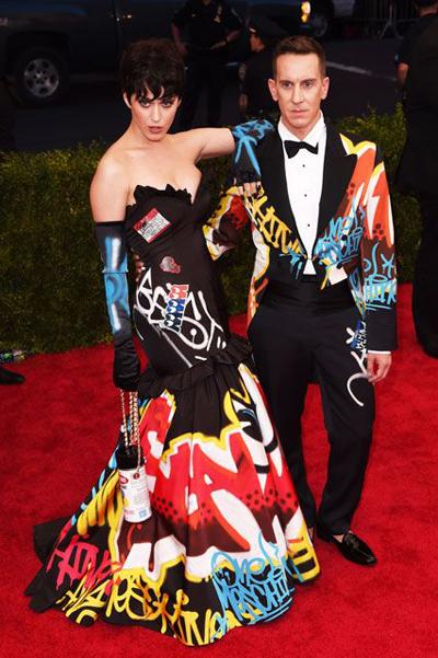 Bộ váy jeremy scott thiết kế cho katy perry bị tố
