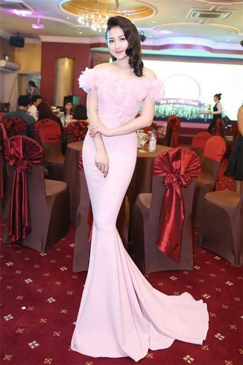 Đặng thu thảo mặc váy nhái của marchesa