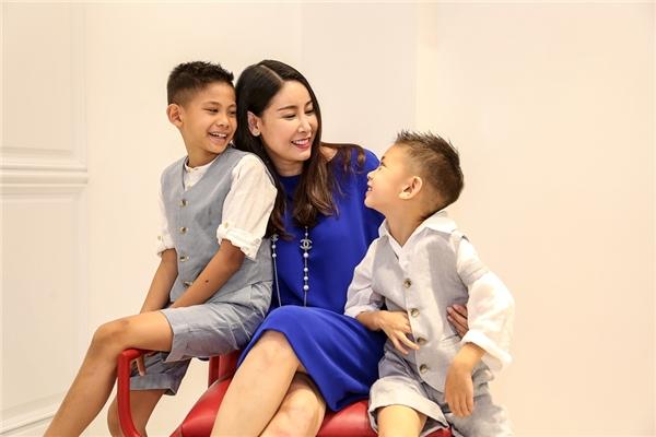 Hoa hậu hà kiều anh để con trai làm người mẫu