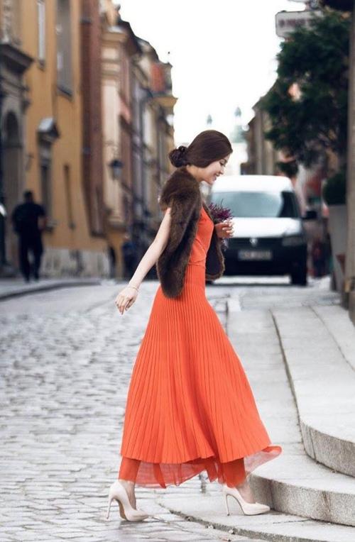 Phạm hương diễm trang cùng diện chung một mẫu váy đang cháy hàng