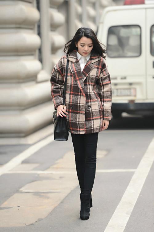 Tự tin đón gió đông cùng chiếc áo khoác kẻ